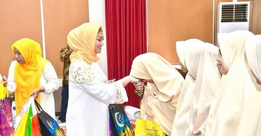 Kenakan hijab, Bella Saphira dipuji makin cantik & anggun