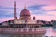 3 Masjid ini berwarna pink dan paling megah di dunia, unik abis
