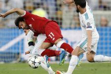 Begini ekspresi Ramos lihat Salah nangis ke luar lapangan usai cedera