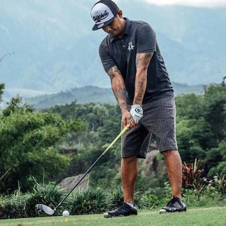 5 Potret Bobby Kool 'SID', anak punk yang jago main golf