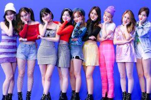 Jadi girlband populer, ini harga 10 outfit Twice saat manggung