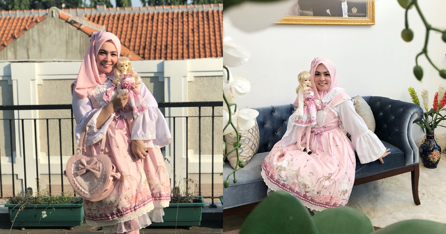 Serba pink, ini 7 foto Astrid Kuya kembaran sama boneka kesayangannya