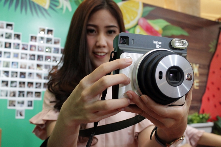 11 alasan mengapa kamera instan ini digandrungi anak muda, keren lho