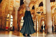 10 Ide outfit Lebaran ala Dian Pelangi, bikin gayamu makin stylish