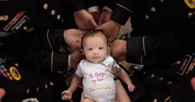 Pemotretan bayi & prajurit ini viral, kisah di baliknya bikin terharu