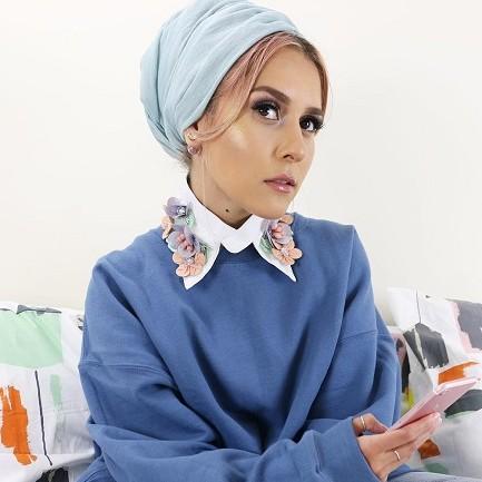Pakai turban saat Lebaran, 5 gaya Dina Tokio ini bisa jadi inspirasi