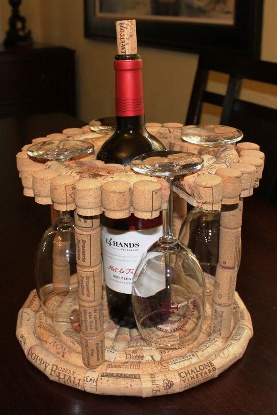 terbuat dari tutup botol wine © 2018 Pinterest