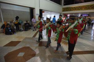 4 Tradisi unik malam takbir di Indonesia, ada yang di bandara