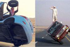 7 Atraksi mobil ekstrem pria Arab ini dijamin bikin terpukau