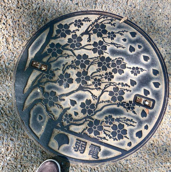 10 Karya seni dari tutup gorong-gorong air di Jepang, detailnya t