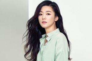 Pesona Jun Ji-hyun usai lahirkan anak kedua, bentuk badannya bikin iri
