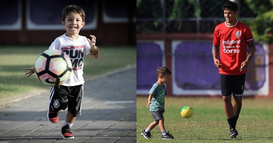 8 Gaya Kenji Bachdim saat menggocek bola, udah mirip ayahnya belum?