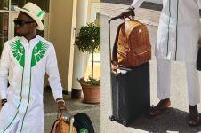 Pakai sandal, gaya pemain Nigeria saat ke Rusia ini curi perhatian