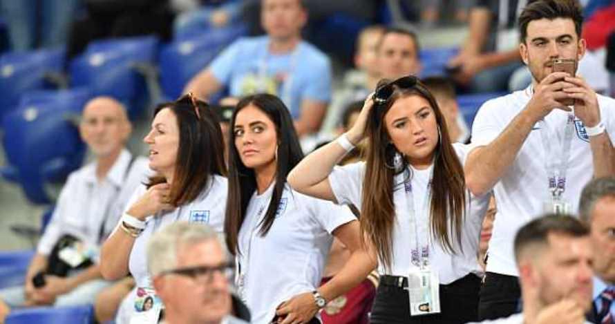 Aksi 4 WAGs Inggris saat nonton Piala Dunia, gayanya stylish banget