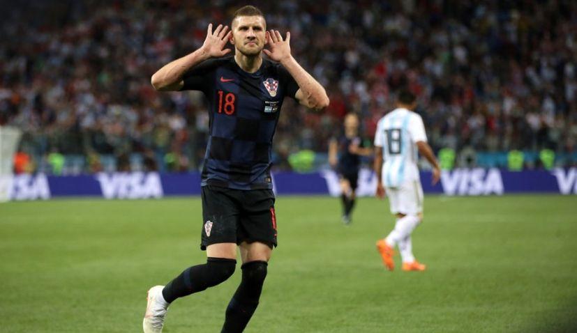 Ini alasan kenapa striker Kroasia batal tukaran jersey dengan Messi