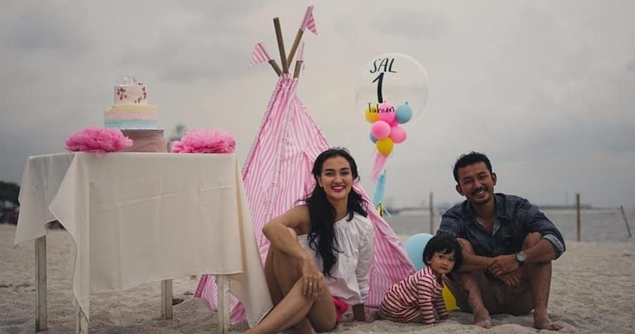 10 Momen serunya ulang tahun pertama anak Rio Dewanto-Atiqah Hasiholan