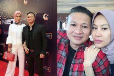 Jarang terekspos, ini 8 potret kemesraan Mang Saswi & istri cantiknya