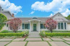 8 Potret rumah mewah Selena Gomez yang dijual seharga Rp 39 miliar