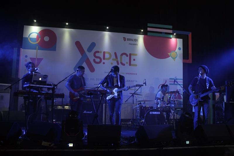 Lightcraft menggebrak panggung Xspace, bikin penonton berjingkrak