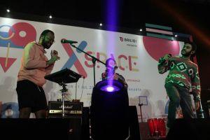 10 Aksi panggung Dekat yang menghipnotis penonton XSpace, keren abis