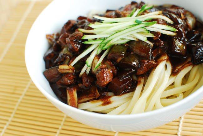 Cara mudah bikin jajangmyeon, kuliner yang sering muncul di K-Drama