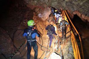 Sulitnya jalur evakuasi tim sepak bola dari gua, nyelam 2 km di lorong