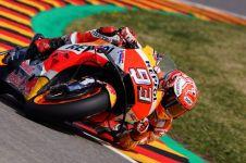 Detik-detik Marquez selebrasi di tengah fans Rossi usai juara Jerman