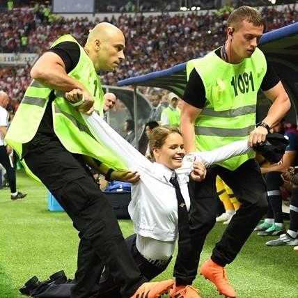 Ini yang terjadi pada 4 penyusup laga final Piala Dunia usai ditangkap