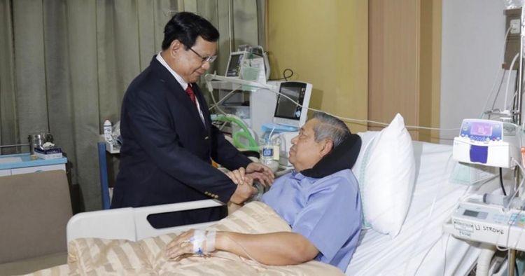 Jenguk SBY di rumah sakit, ini yang dibicarakan Prabowo