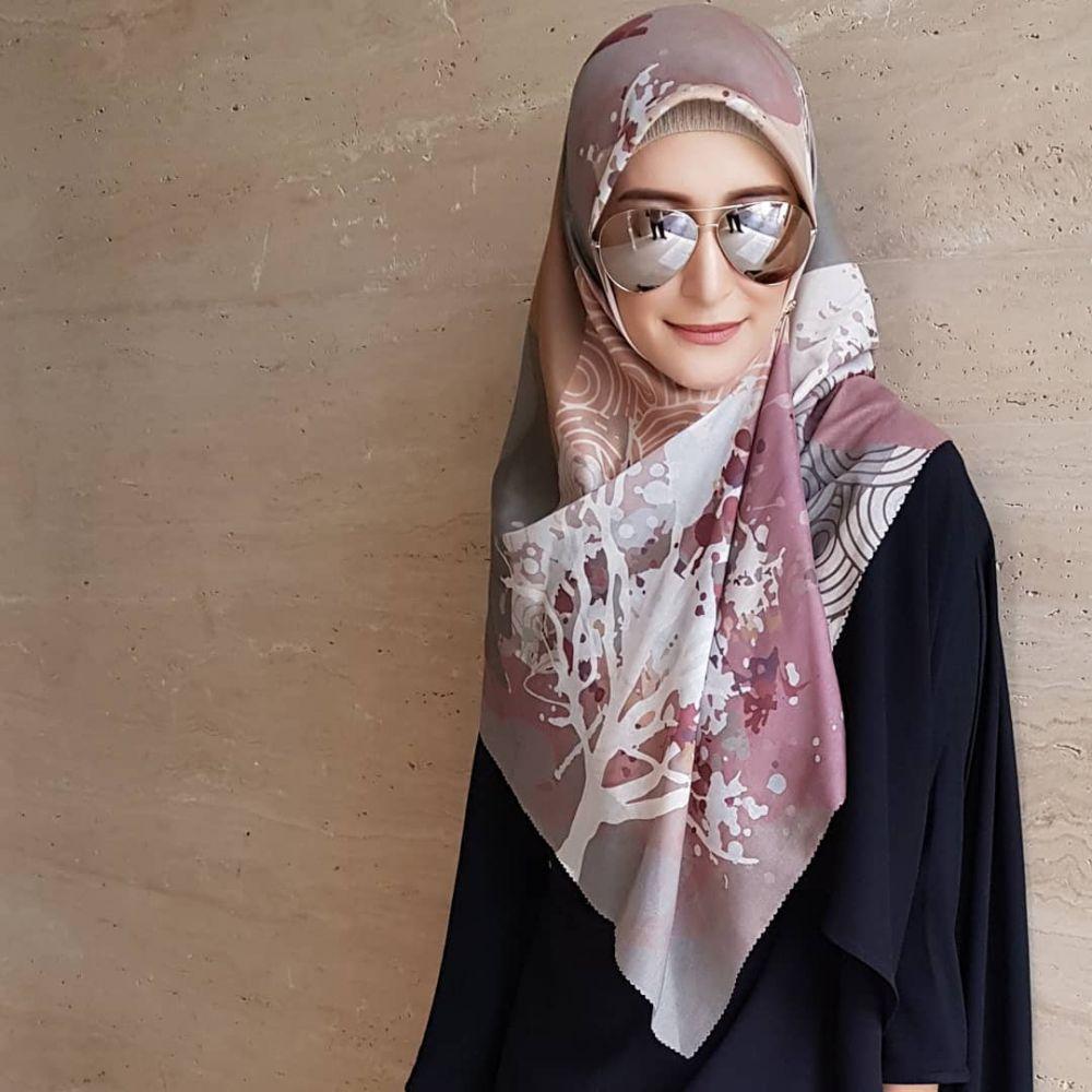 10 gaya hijab inneke  © 2018 brilio.net