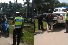 Polisi stop pemotor bonceng 3 ini, endingnya terungkap fakta memilukan