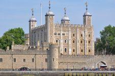 10 Kastil tersohor dunia dikenal banyak hantunya, berani ke sini?