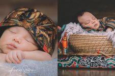 6 Potret newborn baby Vicky Shu bertema adat Jawa, kental unsur budaya