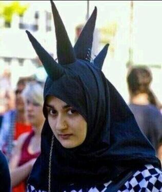 tren hijab mohawk © Twitter