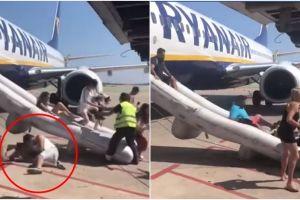 Detik-detik penumpang lompat keluar pesawat gara-gara ponsel meledak