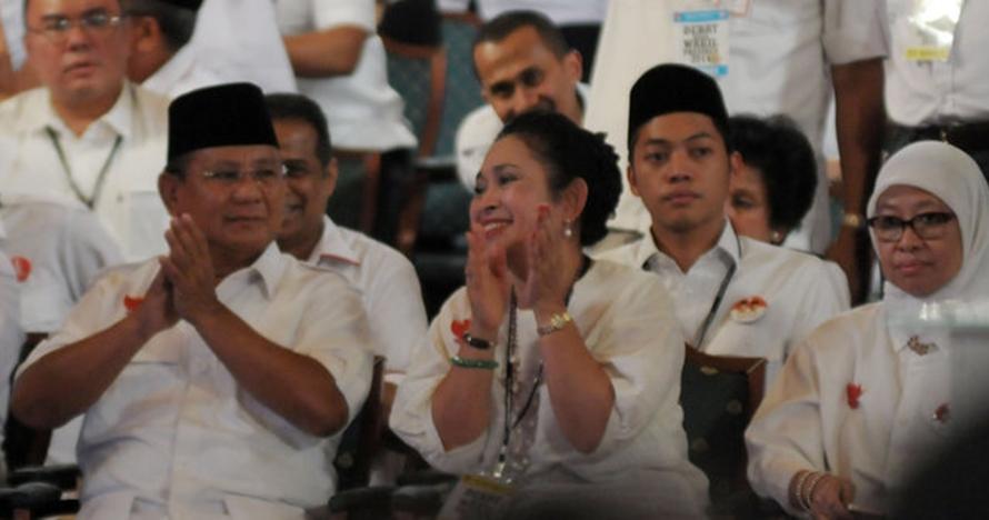 9 Foto nostalgia harmonisnya Titiek-Prabowo, warganet doakan balikan