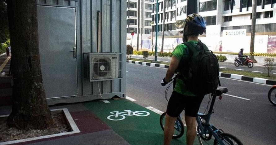 kontainer di jalur sepeda © 2018 Twitter