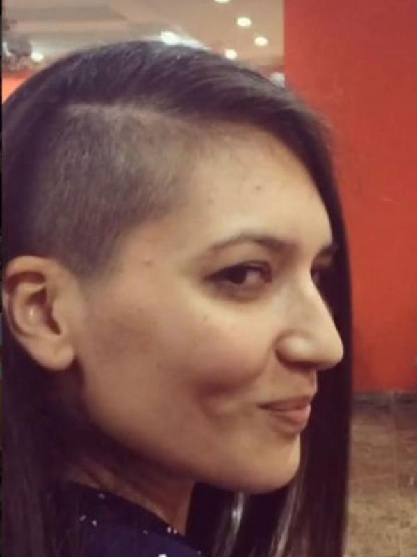 Gaya Rambut Botak Keren Dengan