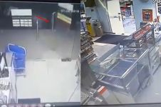 Momen horor pintu kaca minimarket terbanting sendiri, bikin merinding