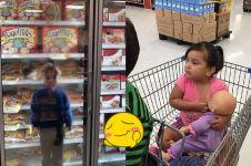 8 Kelakuan polos anak saat ikut belanja ke mal, kocak pol