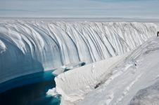 7 Fenomena yang akan terjadi jika es di 2 kutub mencair, bikin ngeri