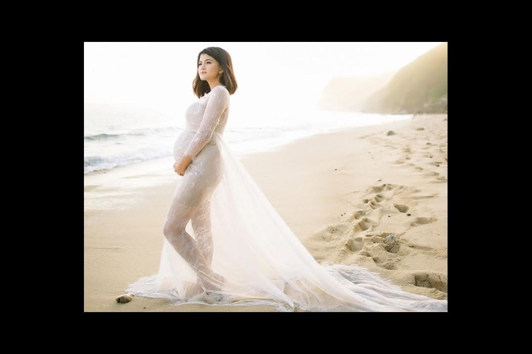 7 Potret keseruan baby shower Tania Putri 'Kepompong', penuh kejutan