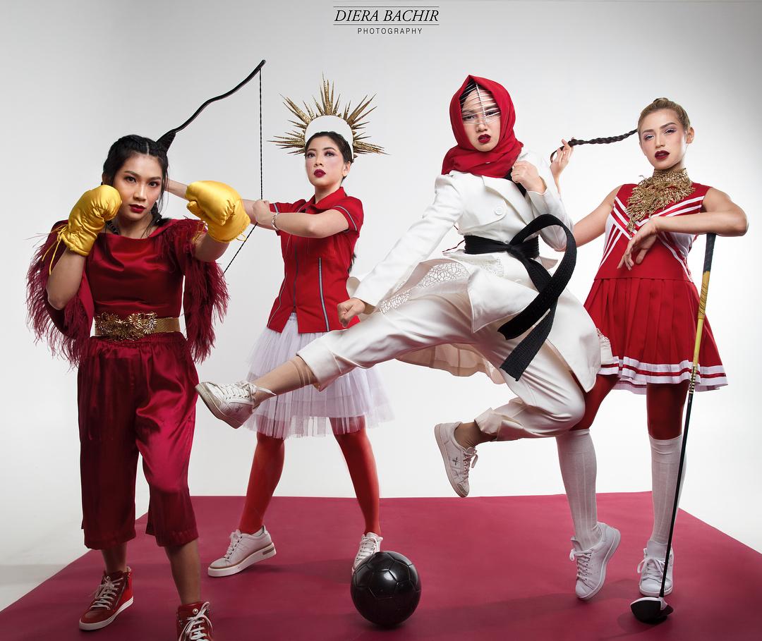 8 Gaya pemotretan bertema Asian Games ala Girls Squad, tetap glamor