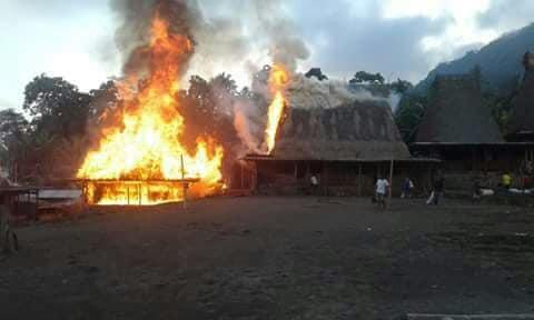 desa adat gurusina terbakar © Facebook/kennedy.diaz.31
