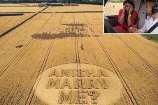 Kisah di balik pria berbulan-bulan bikin crop circle ini so sweet abis