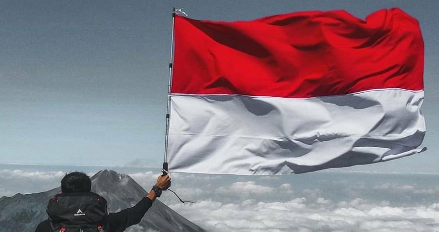 10 Potret indahnya merah putih berkibar di atas gunung, bikin bangga