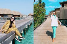 Tak pamer lekuk tubuh, gaya 5 seleb berhijab saat liburan di Maladewa