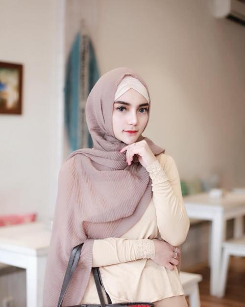 billa atta halilintar lepas hijab  © 2018 brilio.net