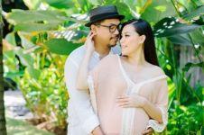 Selamat! Sammy Simorangkir dan Viviane dikaruniai anak pertama