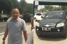 Viral, pria pengendara mobil stiker TNI pukul remaja di Tol Jagorawi